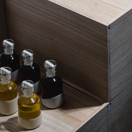 Bottles inspired by chem-ware and decanters, sitting on Japanese Kiri boxes.  Beautiful, simple packaging that can be reused again and again - as vessels to hold wildflowers or homemade lavender honey - as keepsake boxes filled with mementos or gifts that you pass on to cherished loved ones. ⠀⠀⠀⠀⠀⠀⠀⠀⠀ ⠀⠀⠀⠀⠀⠀⠀⠀⠀ #qualitymaterials #simpledesign #packagingdesign #minimalistdesign #modernapothecary #prohibition #paulownia #chemist #ĀRA #ĀRAbyMYŌTH #smallbatchskincare #beautymedicine #ecobeauty #elixiroils #greenbeautyrevolution #myothbeauty #myothdermis #dermisxmyoth #eraminimal #minimalpackaging #minimallypackaged #waronwaste #antiplastic #plasticfree #sustainableliving #sustainable #zerowaste #theartofslowliving #slowlife #worldofmyoth