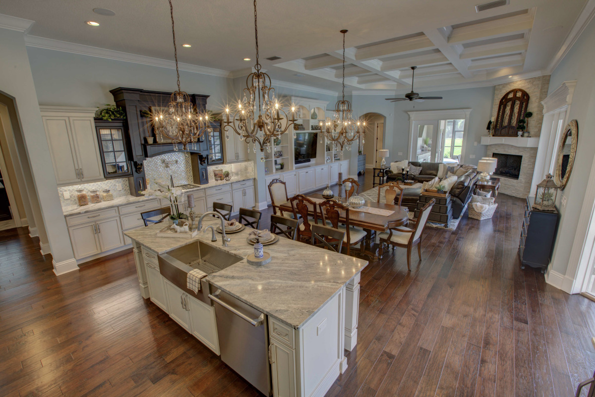 rosewood-kitchen and family room 1.jpg
