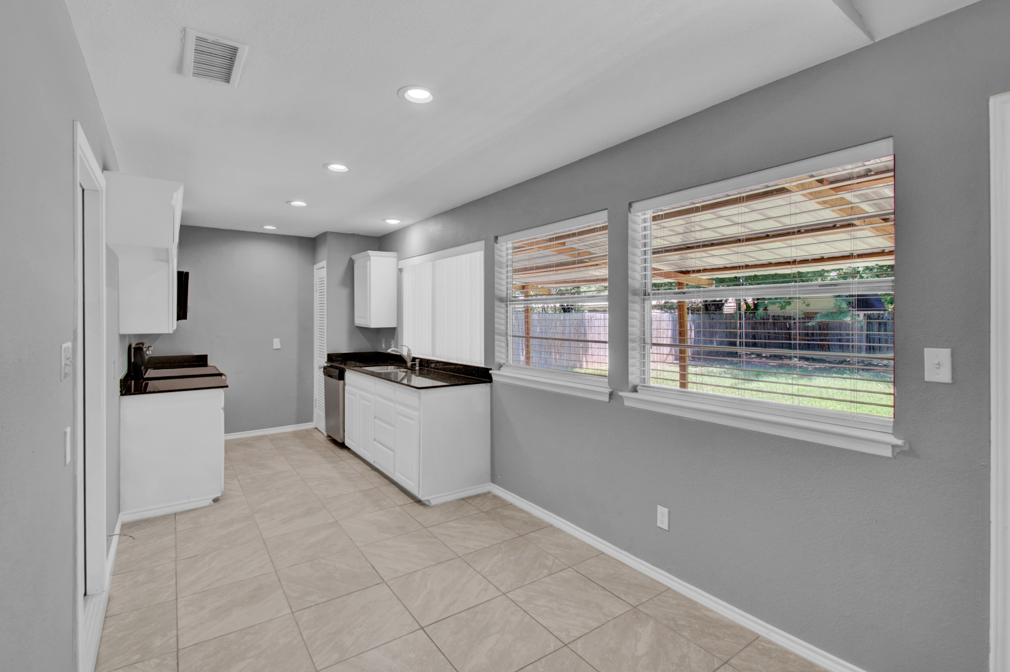 104 NW SuzanneTerrace 7.jpg
