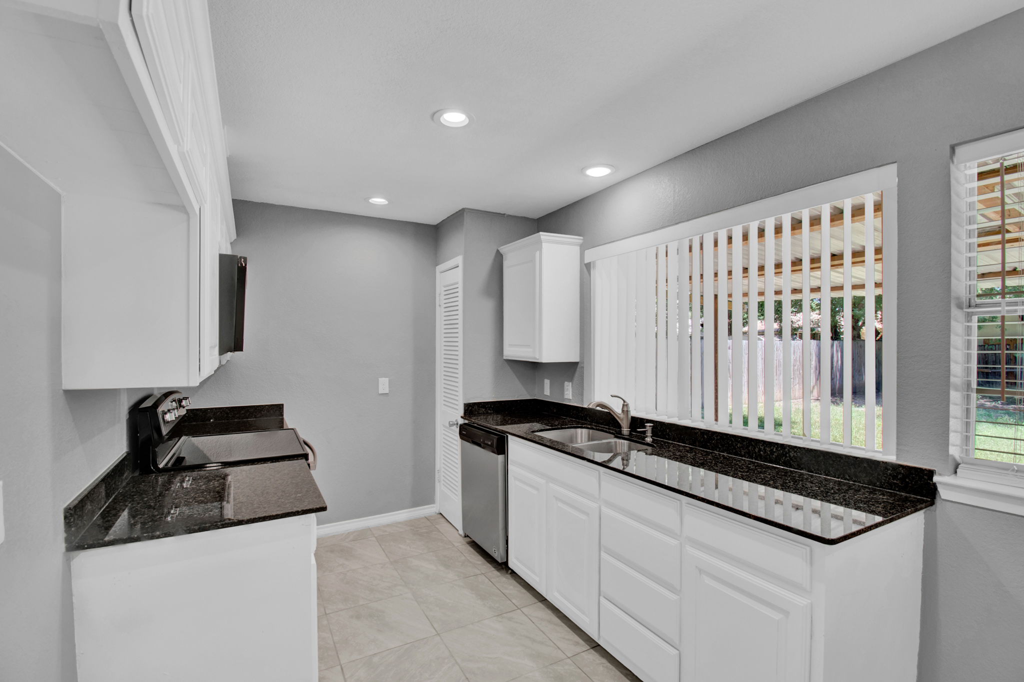 104 NW SuzanneTerrace 8.jpg