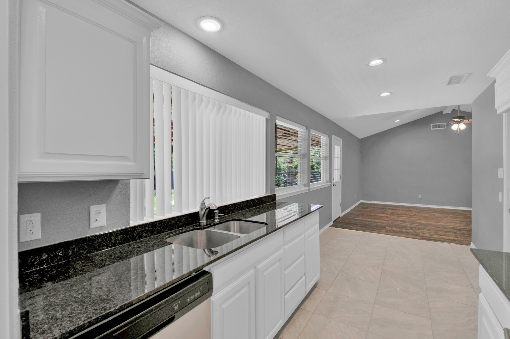 104 NW SuzanneTerrace 10.jpg