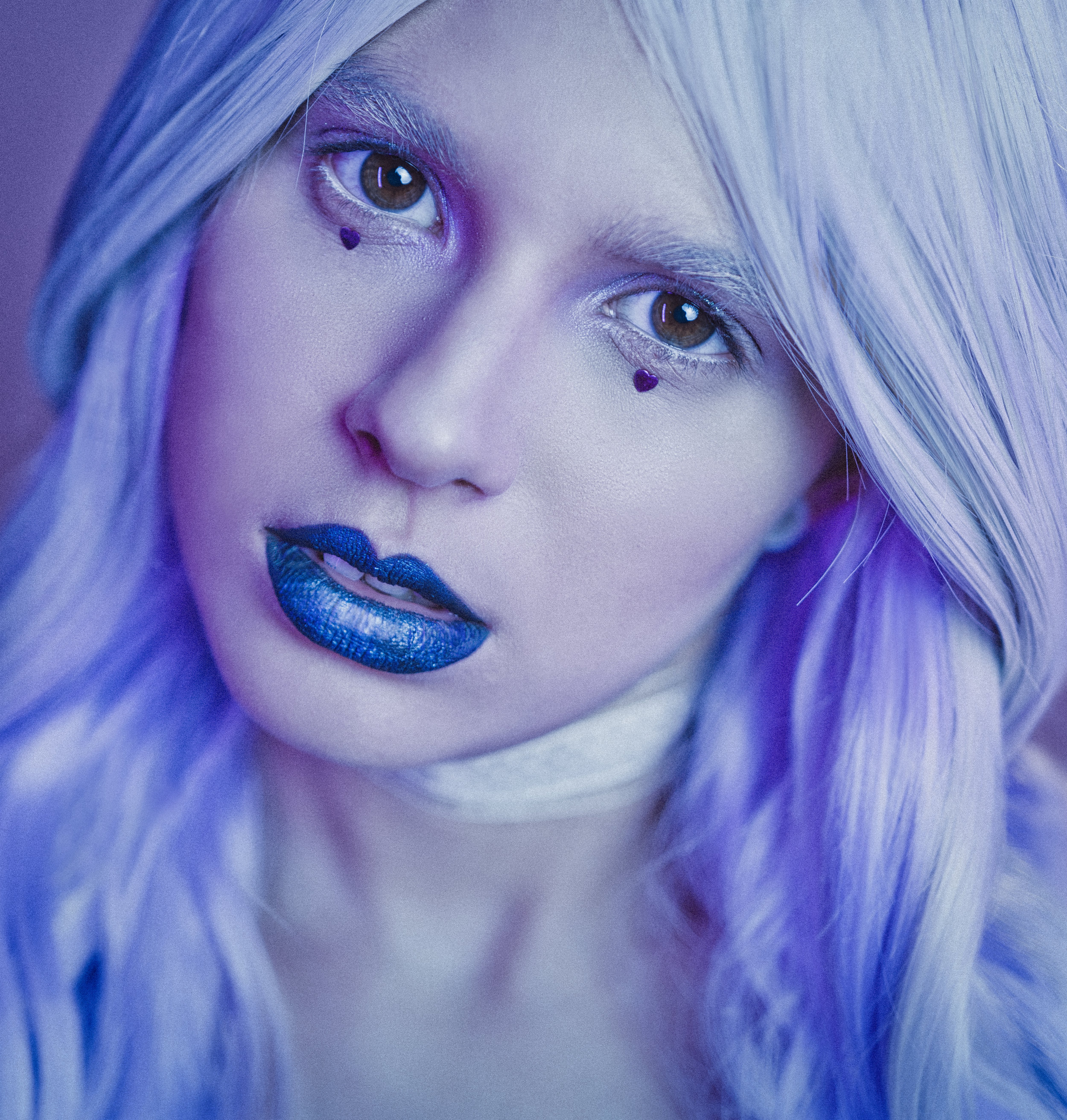 white hair blue lips sexy clown make-up young girl face crina popescu fotograf bucuresti universitate .jpg