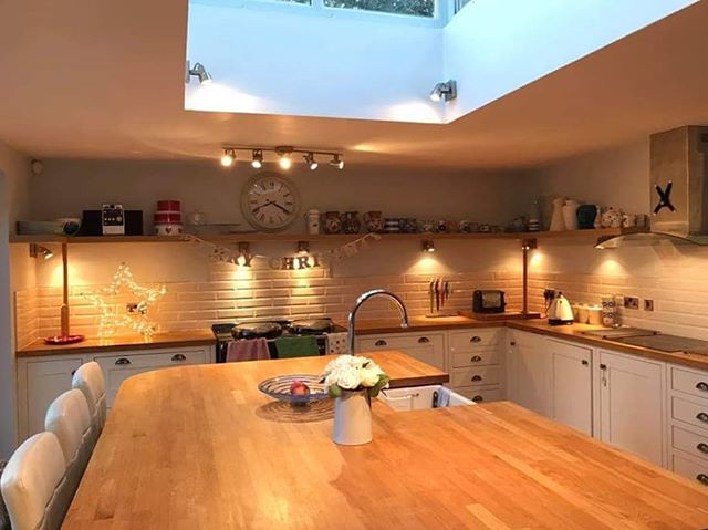 """Tiling work all done in time for Christmas! 🎄 #christmascountdown — """"A massive thank you to David Munday for his fantastic tiling work that has really put the finishing touches on our kitchen. If you have not already booked Dave in for some work in 2019 then you need to do so now!"""" #carpentry #propertymaintenance #kitchen #tiles #tile #tiling #tilingwork #homeimprovement #instagood #picoftheday"""