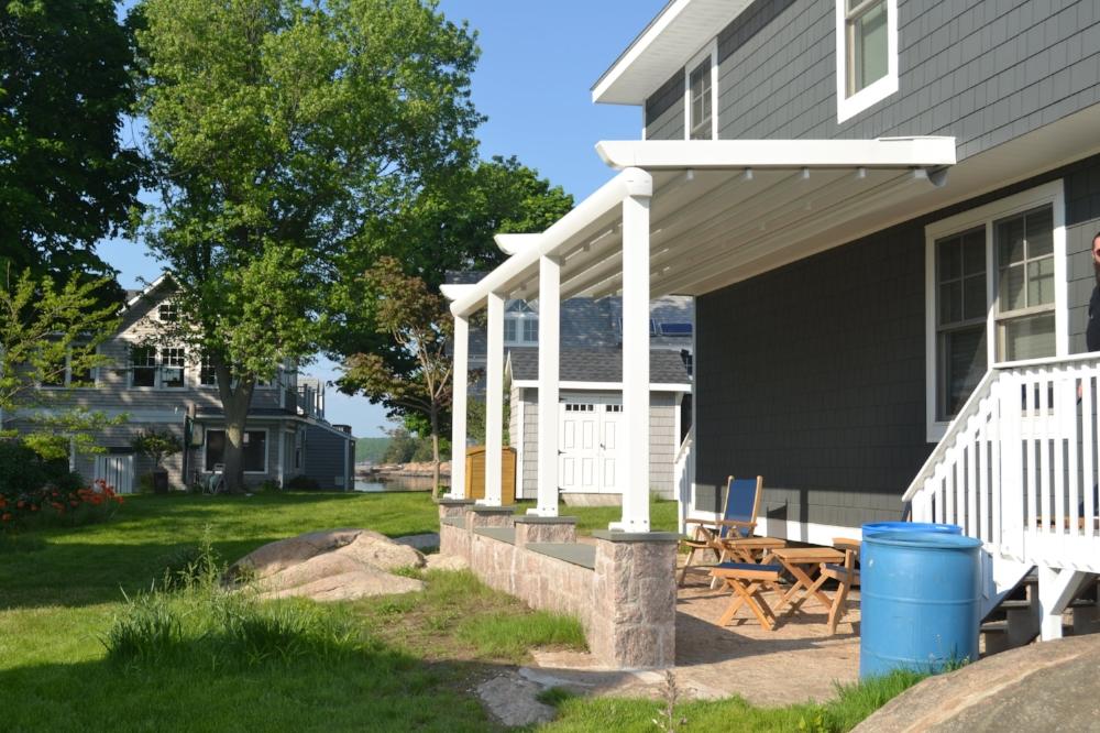 retractable-awning-pergola-roof.JPG