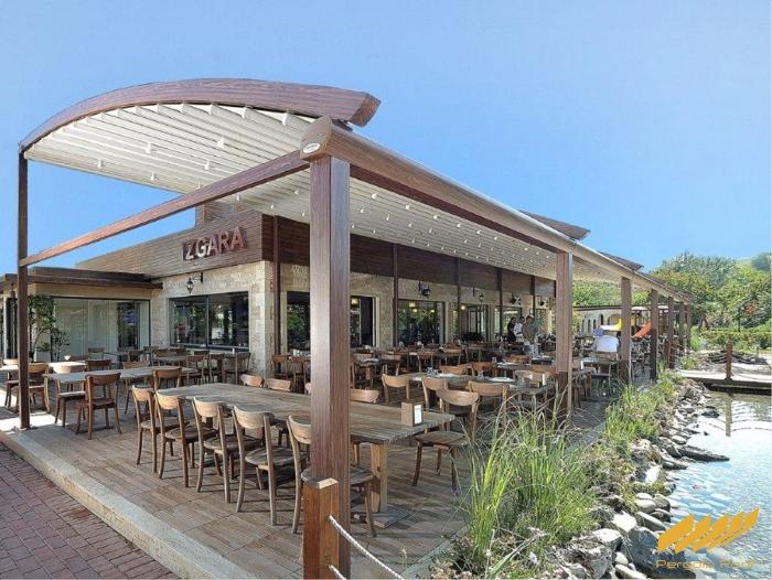 elegante-pergola-arc-retractable-restaurant-deck.jpg