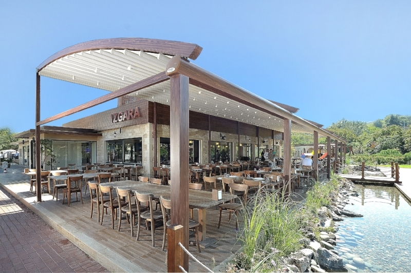 pergola_roof_arch_restaurant_2.jpg