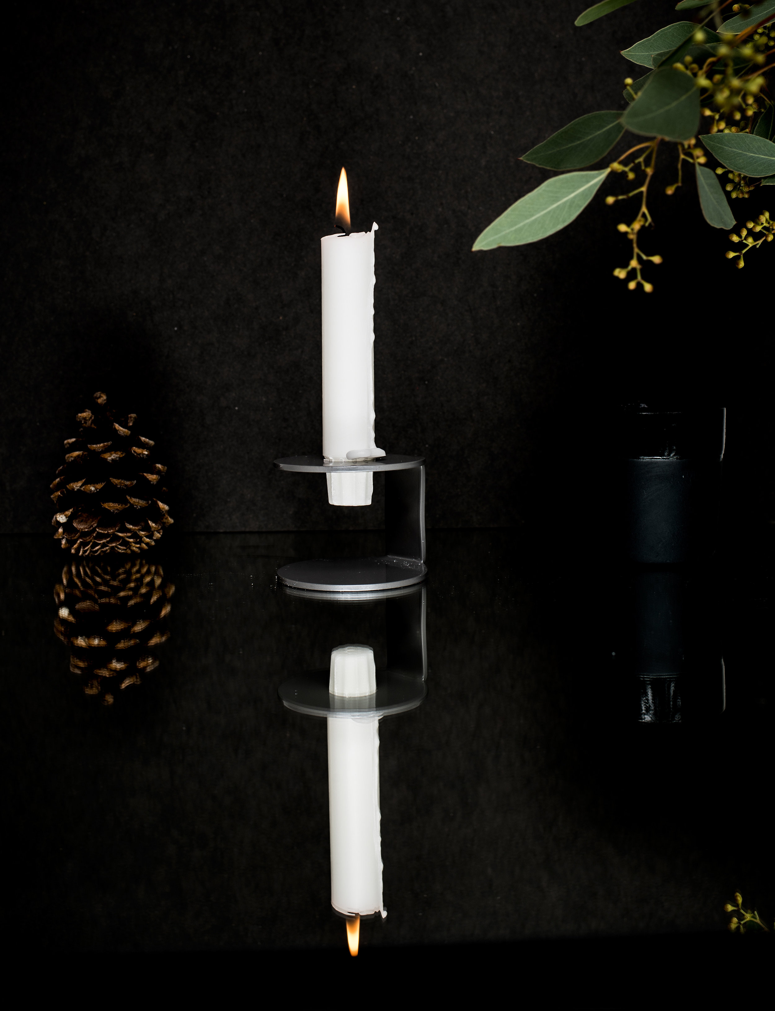 The new candle holder - FLIT - If you are searching for something minimalistic, stylish and practical you will love our new candle holder. Your new interior accessoire is available in seven different colors.