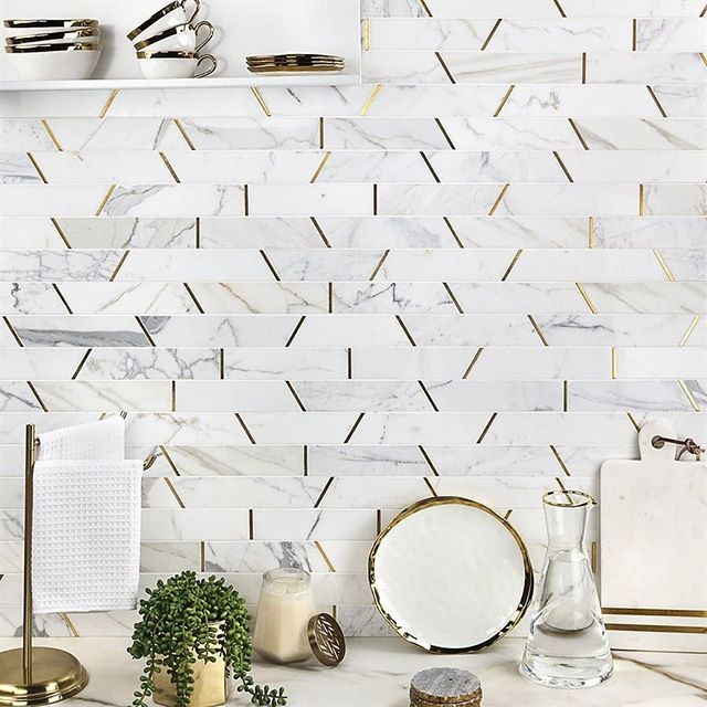 Can't decide between a marble or metallic backsplash? Why not pick both! Toss in angular edges for additional impact! (Also available in white porcelain and black steel, swipe ➡️ to see) . . . . . #bellfloorco #tilestyle #marblebacksplash #marbletiles #calacattagold #brassinlay #backsplashtile #backsplashideas #interiorinspirations #interiordesign #metalandmarble #metallictile #modernkitchen #mediterraneanstyle #airy #trapezoids #accentwall #blackandwhite #steel #commercialdesign #subwaytilestyle #phillydesign #tileshop