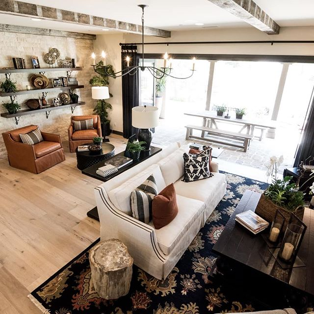 Looking for some design continuity in your home? Installing the same hardwood floor throughout can help! Scroll ➡️ to see. . . . . . #bellfloorco #hardwoodflooring #whiteoak #wideplankfloors #continuity #interiordesign #flooringdesign #flooring #wood #contemporaryhome #contemporaryflooring #philadelphia #flooringpros #designinspiration #interiordesigninspo #woodfloors #realtor #realestateprofessional #livingroomfloor #hallwaydecor #bedroomfloor #openconceptliving