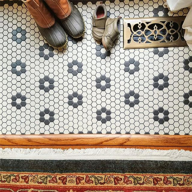 Sometimes the classics are all that you need, like this one inch hex with black floret detail that meets up with a red oak and area rug. . . . . . #bellfloorco #mosaics #hexagontiles #classicstyle #classicdesign #tiles #flooring #designinspiration #interiorinspirations #homeremodel #homerehab #philadelphia #rowhome #19123 #19125