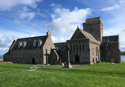 iona abbey -  Tour & Walk in small groups - Roaming Scotland..jpg