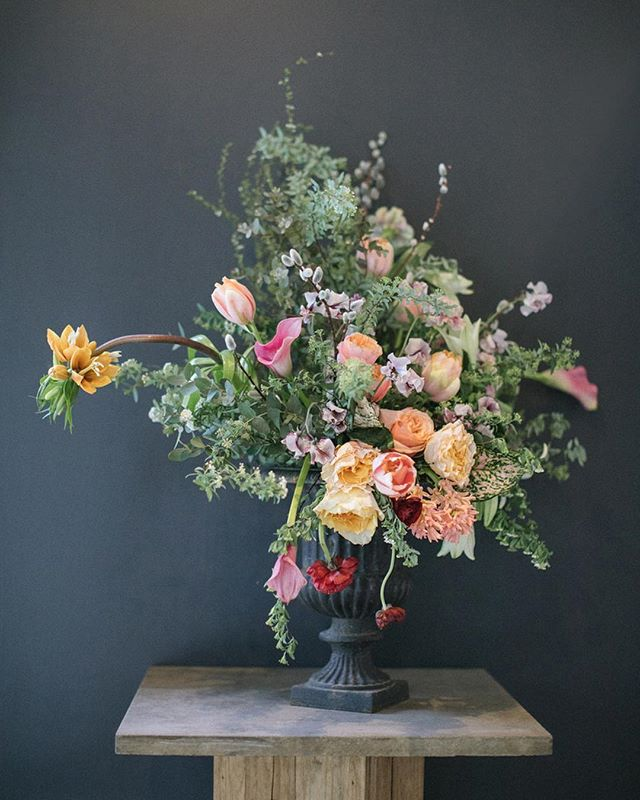 Spring officially here! A few stunners floral arrangements from a prelude to spring workshop by #tulipina at #flowerschoolny #inspired #inspire #magical #tulipinaworkshop  #newyorkweddingphotographer #newyorkweddingphotography #masterflorist #kianaunderwood