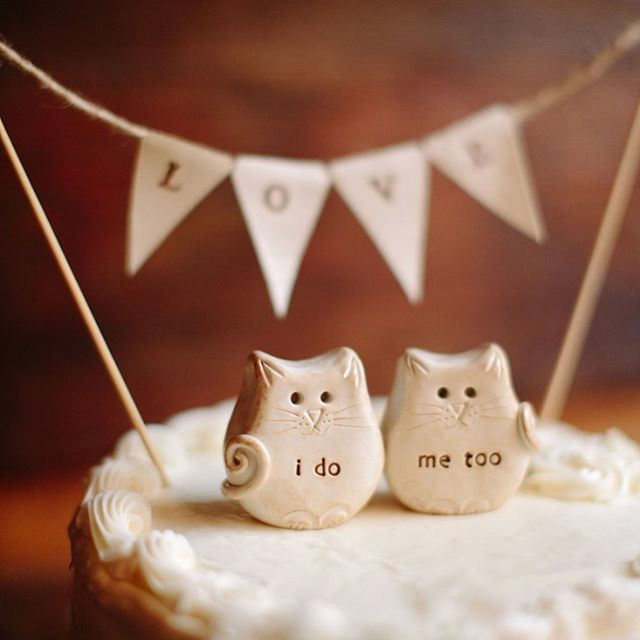 I do + me too cake toppers! ❤️#ido #caketopper #brooklynwedding #newyorkwedding #newyorkweddingphotographer #newyourkweddingphotography