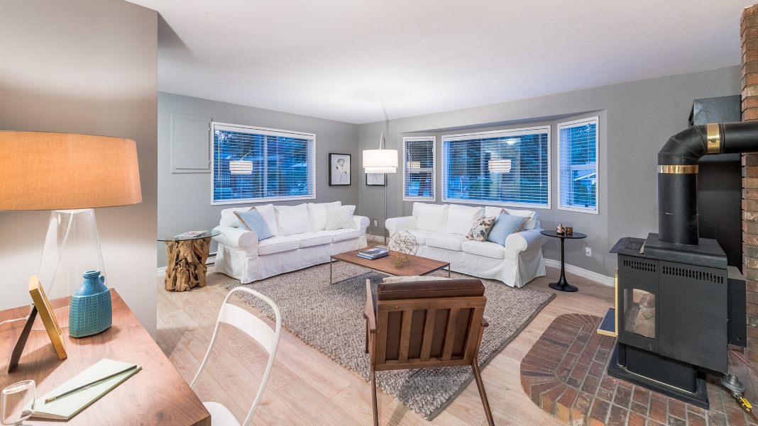 Living room at Beach Road Qualicum Beach.jpg