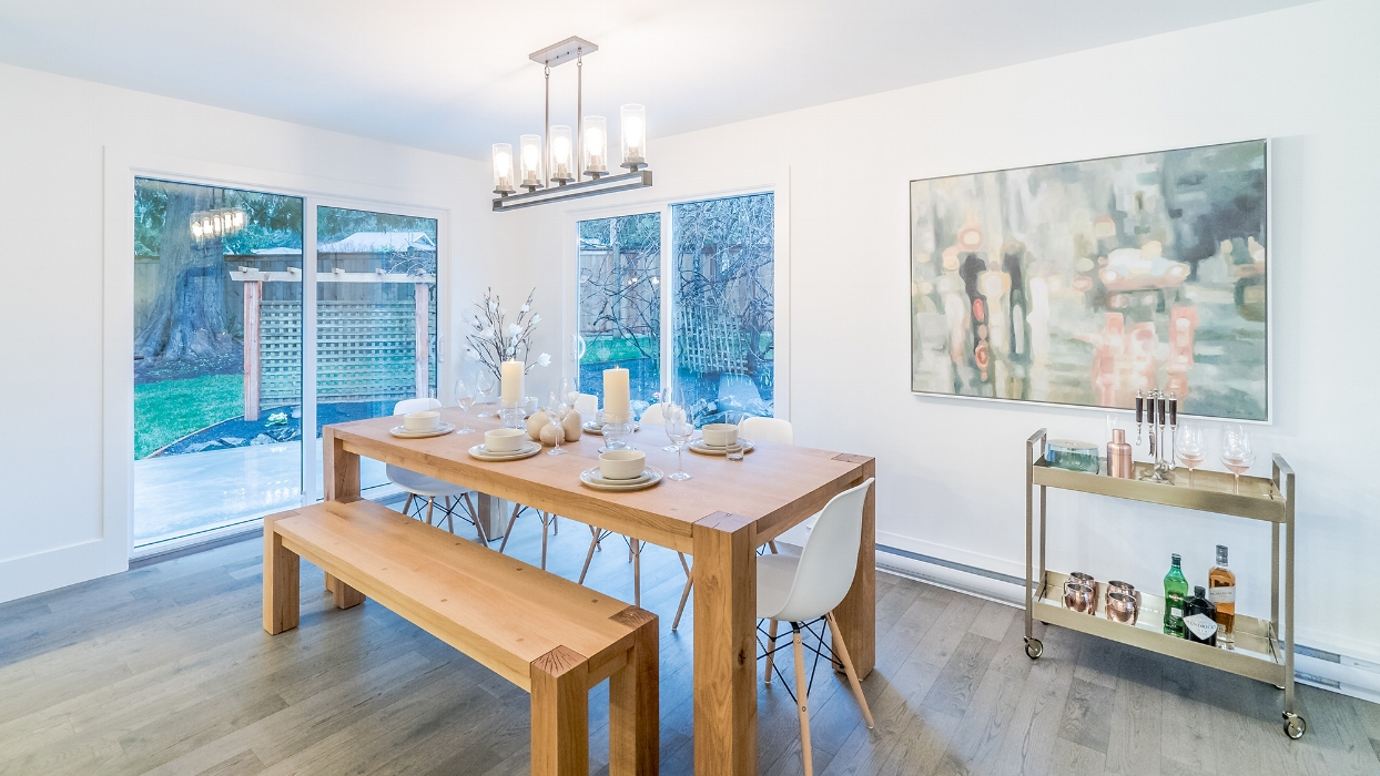 dining-room-garrett-road-qualicum-beach-home.jpg
