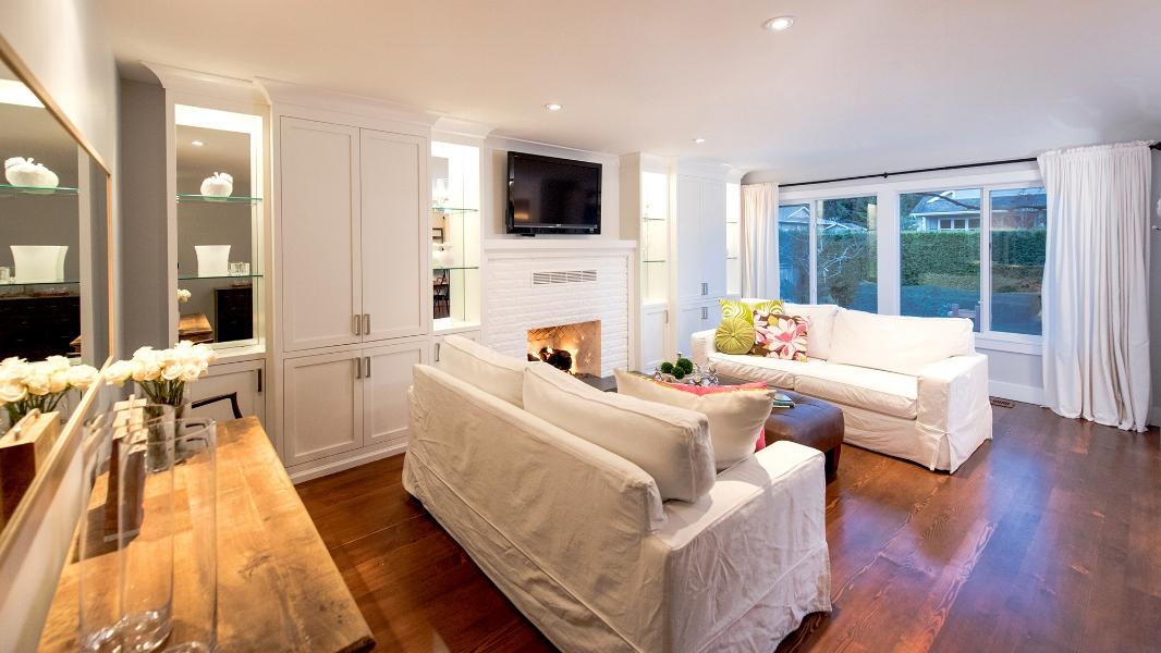 living-room-hoylake-road-east-qualicum-beach-home.jpg
