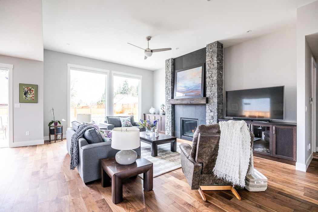 694_lowrys_road_parksville_vancouver_island_home_for_sale_great_room_seating.jpg