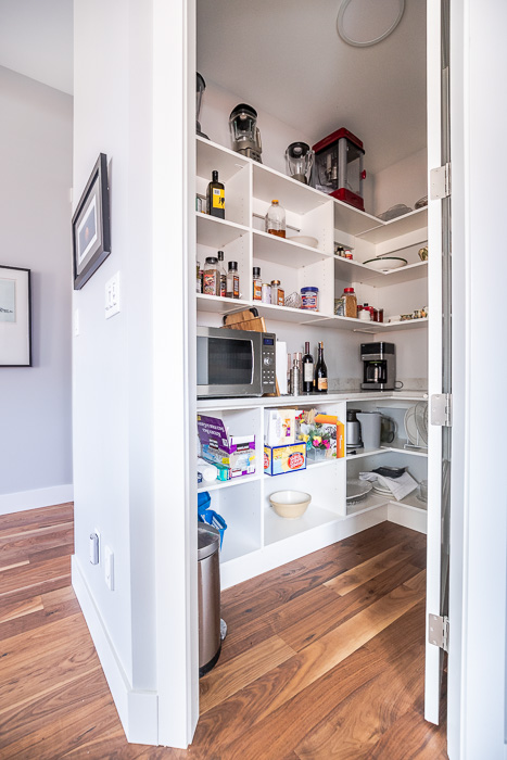 694_Lowrys_700-36.jpg 694_lowrys_road_parksville_vancouver_island_home_for_sale_pantry.jpg