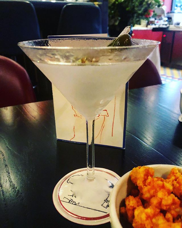 Make mine a #Martini...or three. Great fun last night introducing discerning fellow-boozehounds @kate_hawkings @meljappy and @jonathanwwoods to the joys of the bar at @bellamysmayfair. Easily among the best Martinis to be had in London and frankly a steal at £12 a pop. @kplunketthogge @fredhogge @lickedspoon your turn next! 🍸 #client
