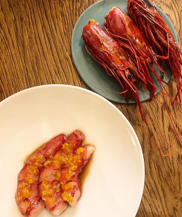 Fantastic lunch at @flor.london this week, living up to every word of the early hype that was inevitable for a restaurant from @lowejames & @ogierjohn. The scarlet prawns with yuzu kosho - the bodies served cold, the heads warm, severed just at the top of the torso so that a sliver of meat holds in the delicious head juices - were ace, as were anchovy toast with cured noire de bigorre and marjoram, Carlingford oysters with jalapeño mignonette, rabbit heart skewers, and the most perfect little brown butter cakes to round it all off. The space is beautifully designed and service is sweetly charming. Loved it so much I'm going back twice in the next fortnight. Book it now while you still can! 🦐🐟🐇