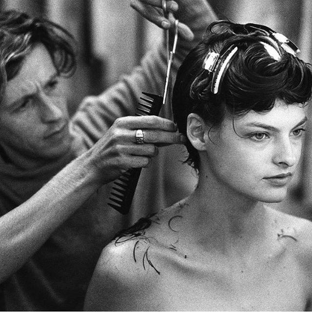 The makeover. Julien d'Y's transformative haircut of Linda Evangelista. Photographed by Peter Lindbergh. #fantasyreferences