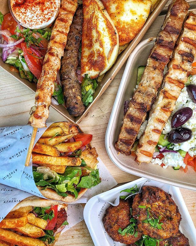 Wrap, box or naked... who loves Greek food? 🤤🙋🏽‍♀️ @theathenianuk Grab a Greedy Box for the perfect Friday feast. Chicken, pork, halloumi, Greek pitta, oregano fries, salad & Athenian sauce 😍💦 [invite]