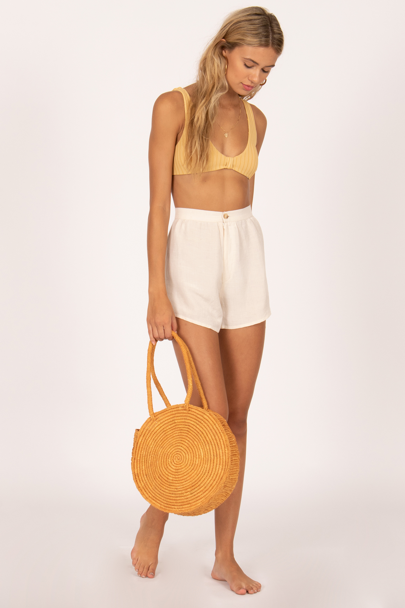 The Manta Round Bag - Take us the the tropics…or anywhere. The perfect addition to any summer look.