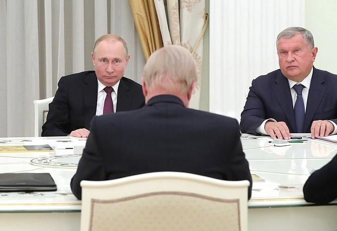 dudley in kremlin 3.jpg