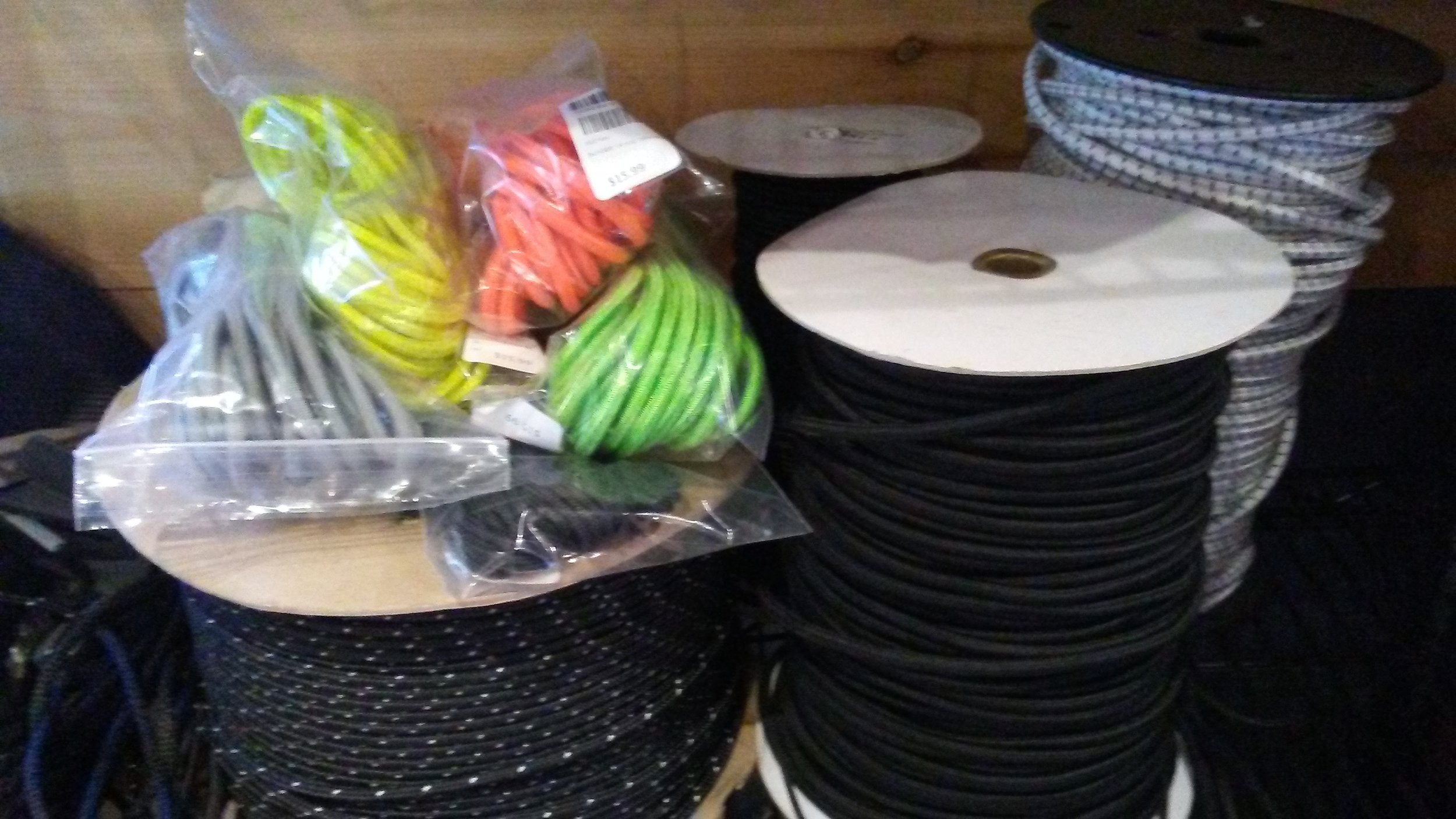 Deckline and Bungee: In various thicknesses. Bungee in various colors. Reflective deckline.
