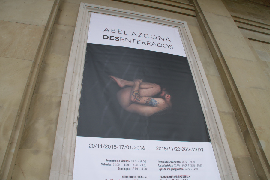 Exposición  Abel Azcona I Desenterrados  el día de la inauguración. Cedida al proyecto  Amén  © Zenezake .