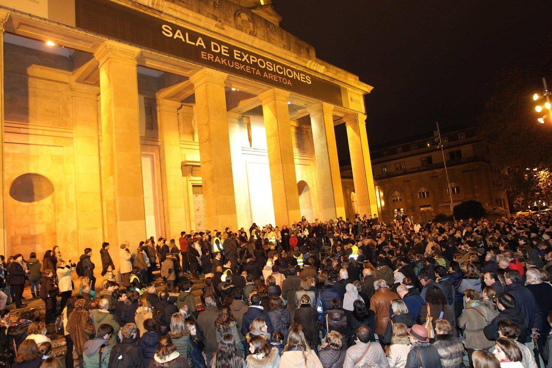 Cientos de personas en la entrada de la exposición de Abel Azcona. Diario de Noticias de Navarra  © Javier Bergasa