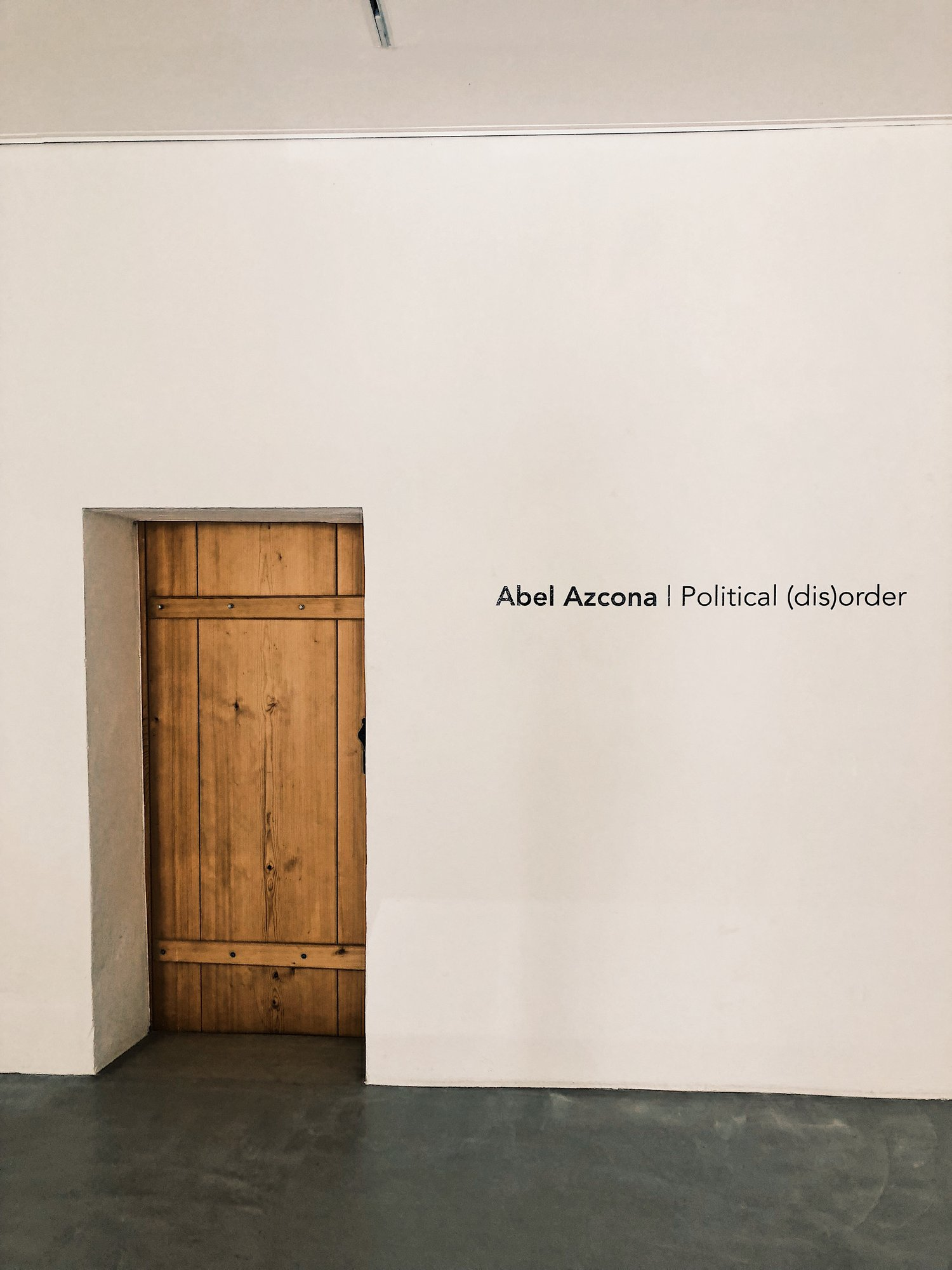Fotografía compartida en redes sociales por Abel Azcona  horas antes de inaugurar Political (dis)order  en Espace dAm.