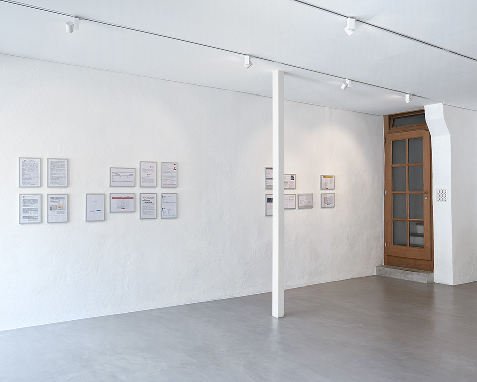 Abel Azcona, «Political (dis)order», vue de l'exposition | photo © David Amaral