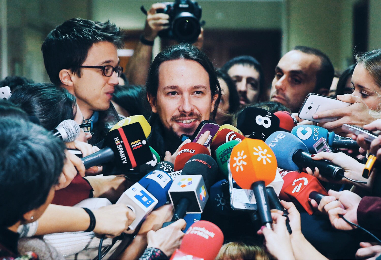El Secretario General de  Podemos , Pablo Iglesias entrevistado por la prensa. © EFE
