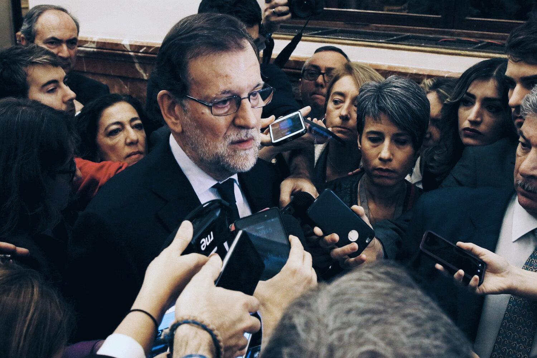 El Presidente del Partido Popular, Mariano Rajoy entrevistado por la prensa. © EFE