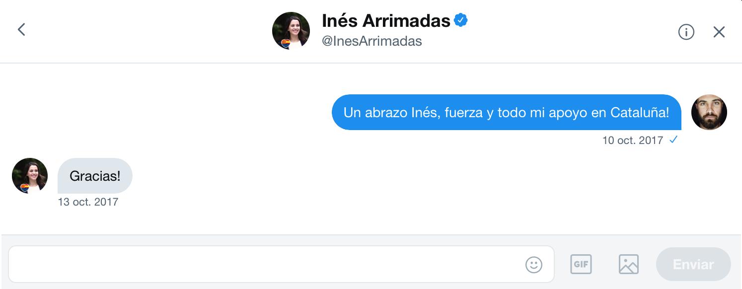 Intercambio de mensajes privados en la red social  Twitter entre el artista  Abel Azcona e  Inés Arrimadas , Presidenta de  Ciudadanos  en  Cataluña .