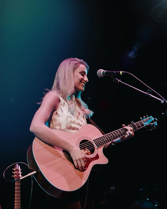 Pop up show announcement 🤩 Opening for @caseydonahew at @the_blue_note THIS Saturday 3/9. This show sold out last year, so get your tickets fast!! Link in bio 🎟 📷: @kodyferrin