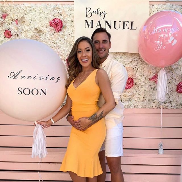 Did you hear the news? Our girl @davvyxx (and her fab bf @jaxonmanuel) are having a BABY 💕 A huge congratulations from me, you are going to make the sweetest parents 💕💕💕 Sign by @_blankspacecollective  Balloons by @lovenwishesstyledevents  P.S this will be available to buy online very soon. Or msg me on Insta/email 💕  #babynews #babyannouncementideas #babyannouncement #babysign #namebanner #fabricbanner #brisbanebaby #babyshower #babyshowersign #calicobanner #babyannouncementsign #babyreveal #babygenderreveal #pregnancyannouncement #pregnancynews