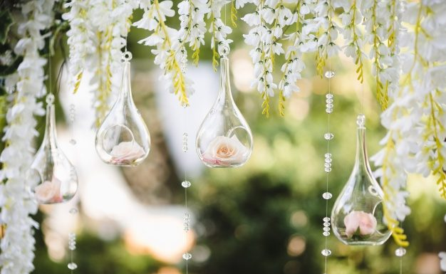 decoration-for-a-wedding-with-spheres-with-flowers-inside_1304-397-626x385.jpg