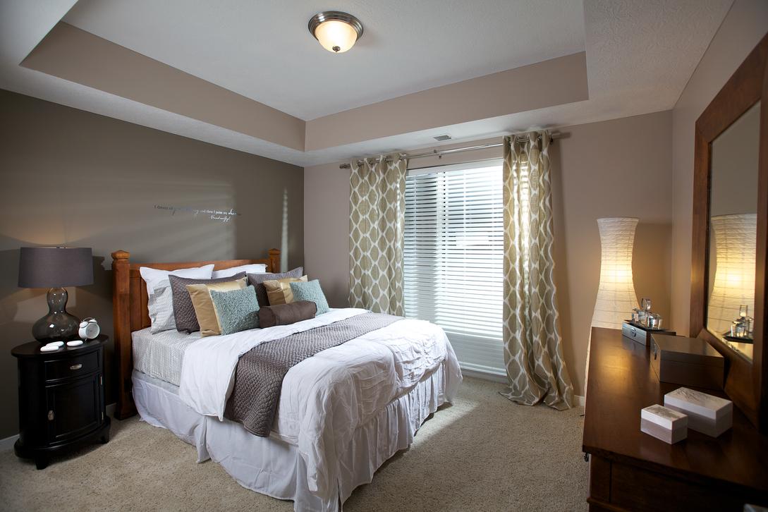 Flats on Vine bedroom.jpg