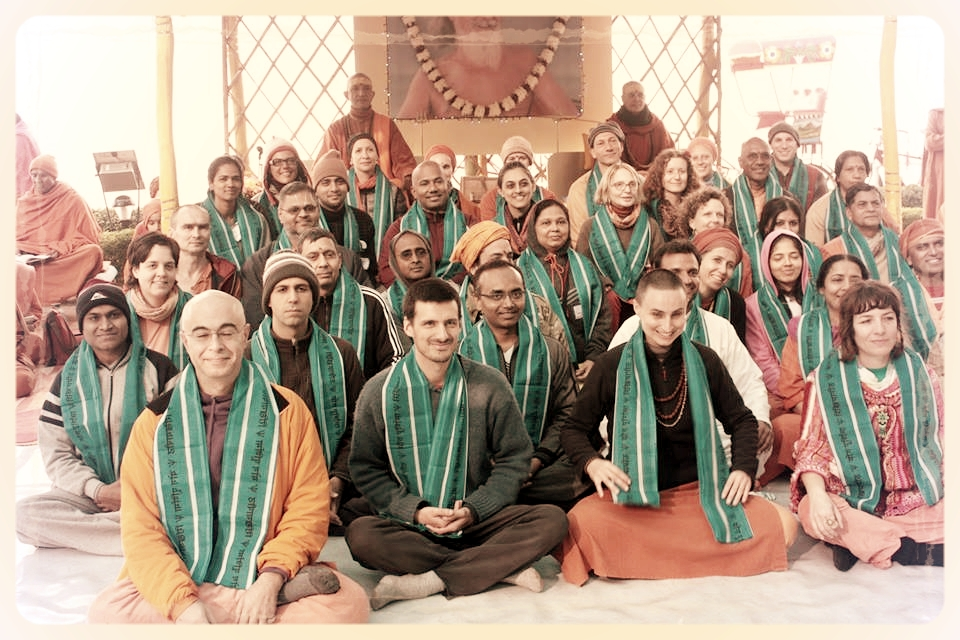 Rikhiapeeth kriya class 2013.jpg