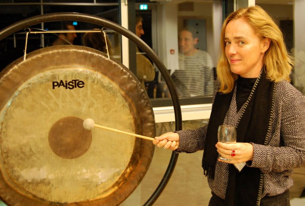 Susanne Binas-Preisendörfer with the final gong call