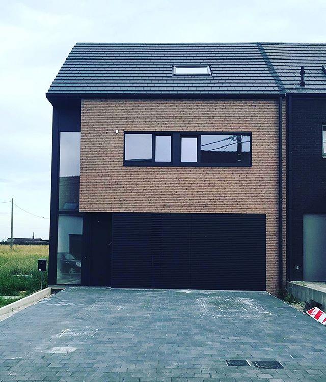 Finished #architect #architecture #architectuur #finishedproject #belgianarchitecture #aluminium #black #vandemoortel #bricks