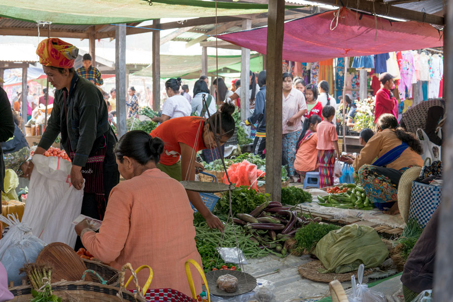 5 Day Market at Thaung Tho