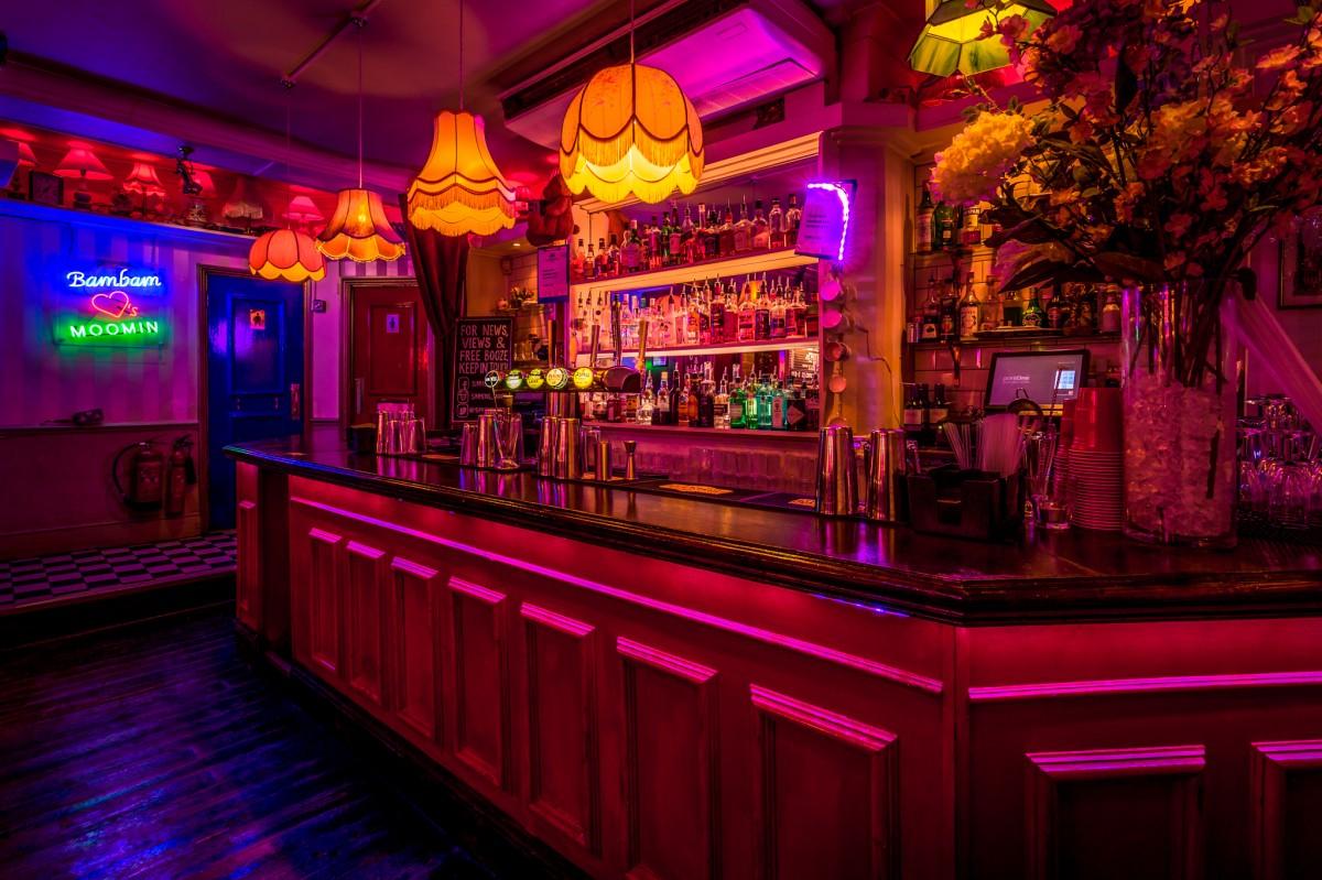 Simmons Bars Interior.jpg