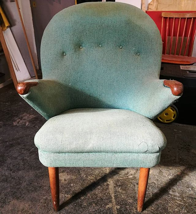 🤗 Time to revive this beauty #chairhug #upholstery #midcentury