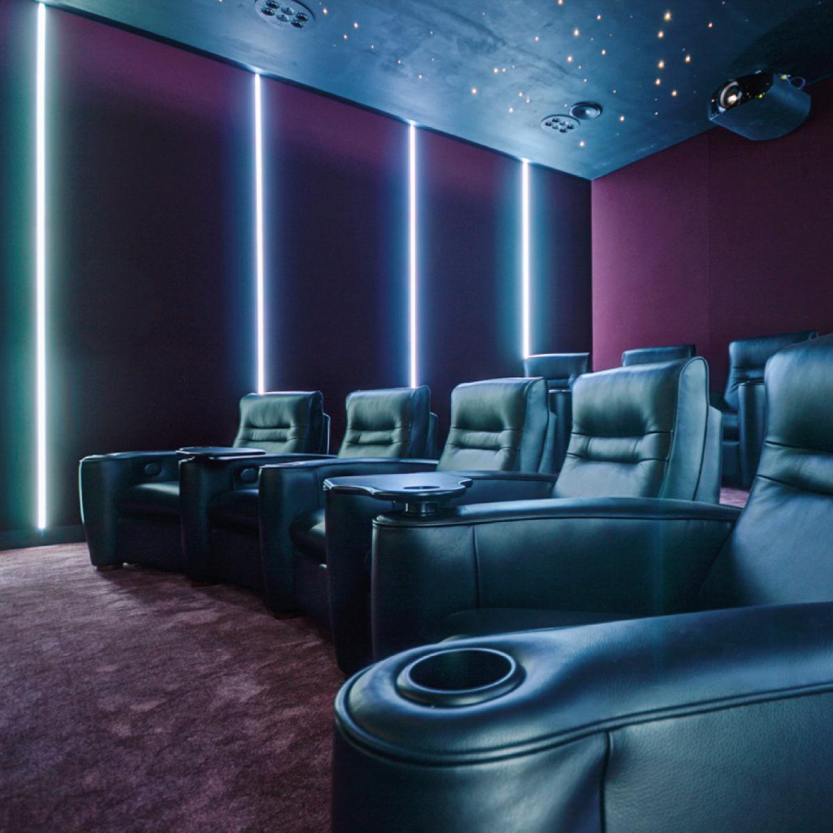 7.3.4 Dolby Atmos cinema -