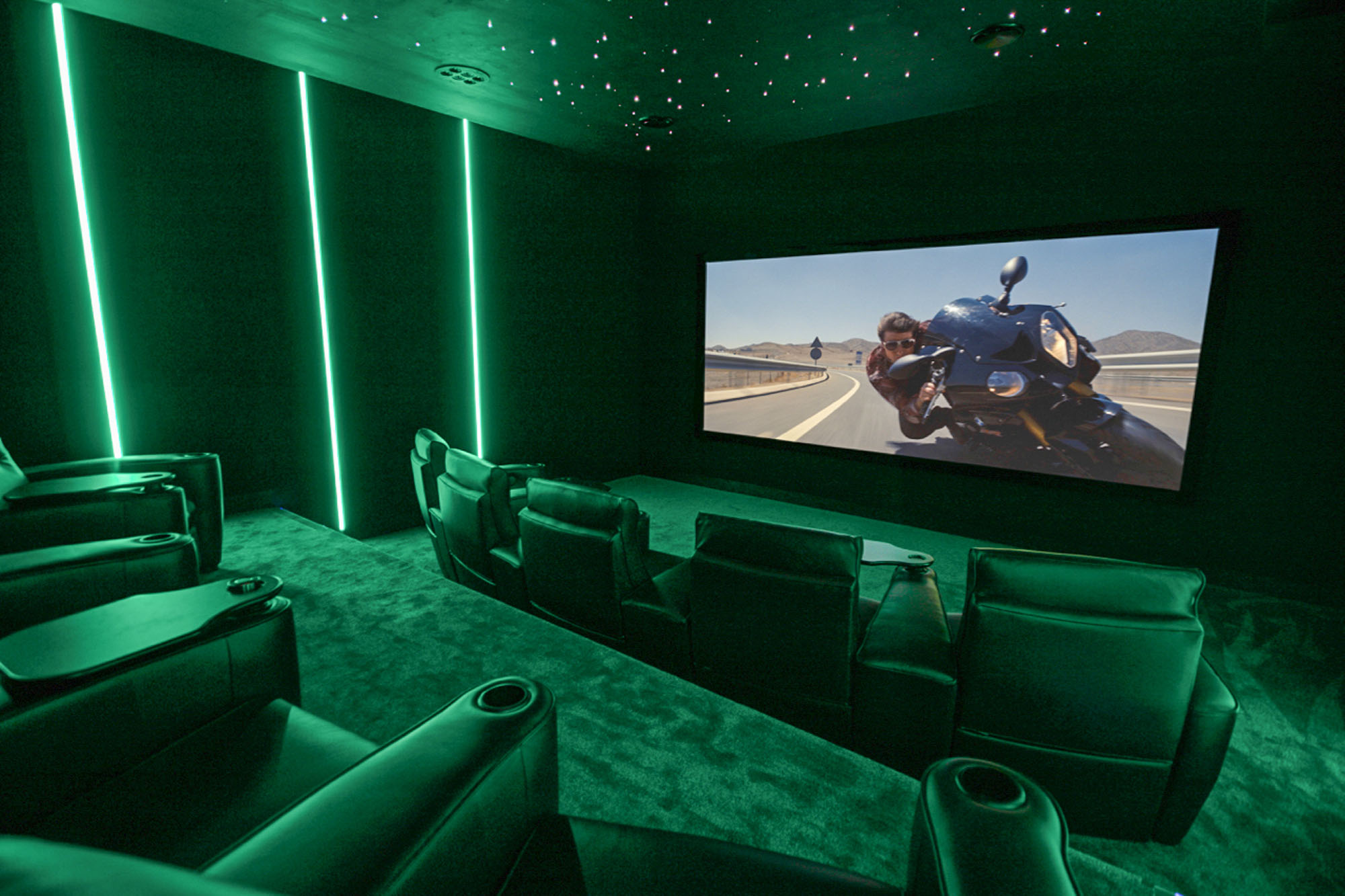 Home_Cinema_by_Futurehome_2.jpg