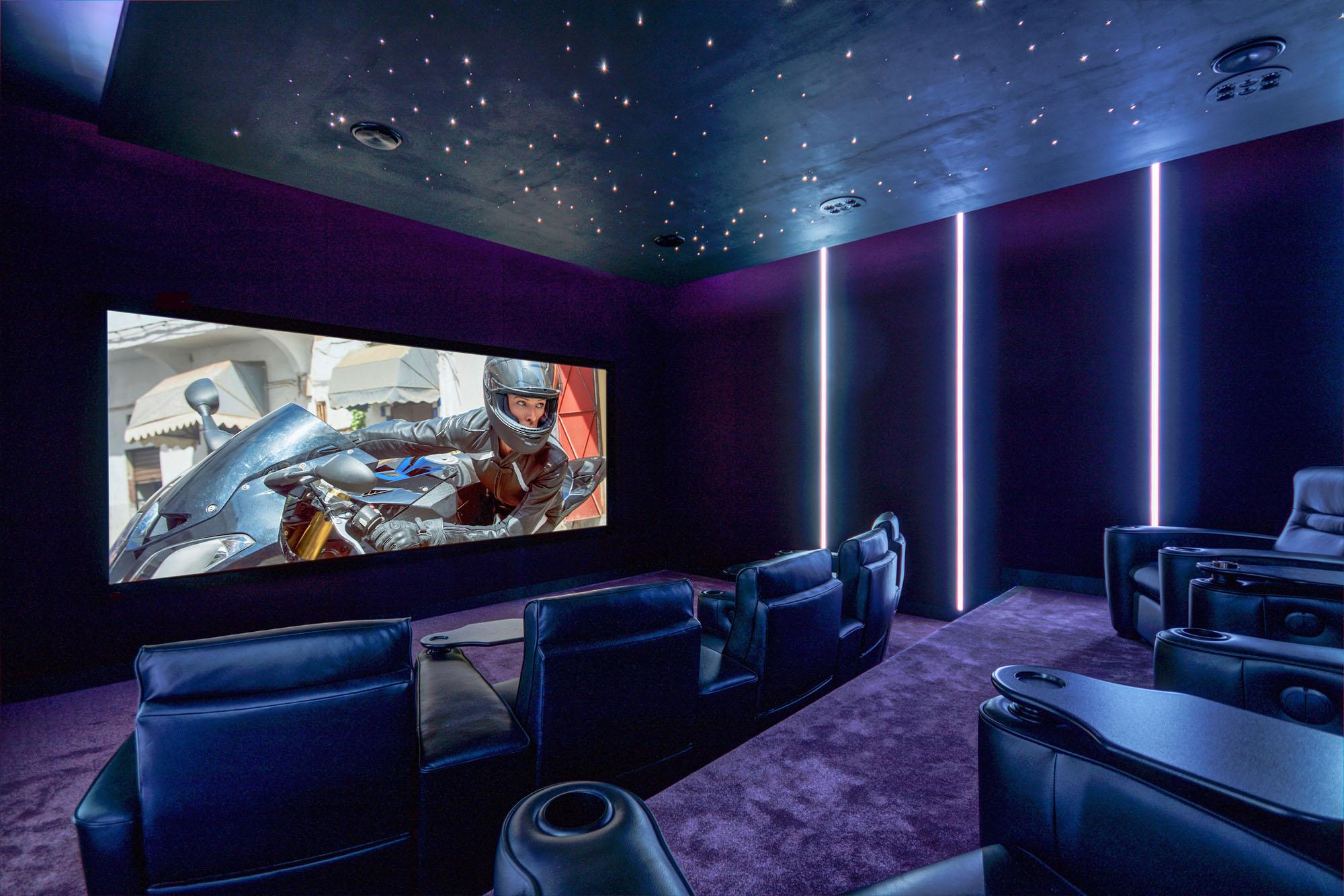 Home_Cinema_by_Futurehome_1.jpg