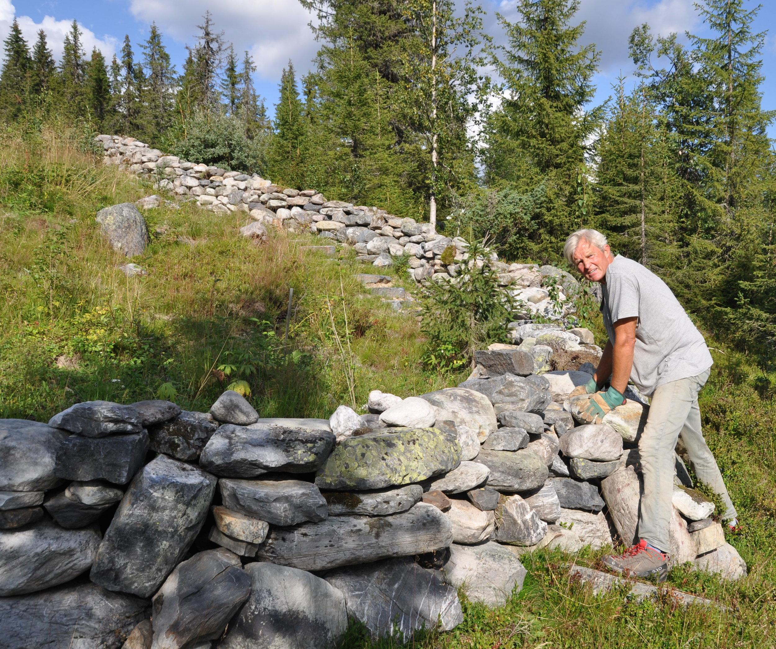 Jeg skjønte lenge ikke hvorfor det ga meg så mye overskudd å bygge et steingjerde på fjellet. Nå vet jeg hvorfor: Mange av punktene fra listen over slo inn samtidig, faktisk 9 av dem. (Gjett hvilke!) -